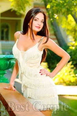 Photo of beautiful Ukraine  Albina with brown hair and hazel eyes - 12255