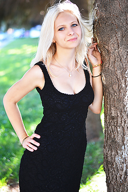 Photo of beautiful Ukraine  Alexandra with blonde hair and blue eyes - 12978
