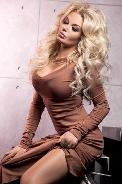 Single Ukraine Alina with blonde Hair and blue Eyes 26 yo