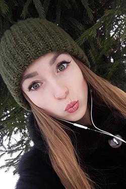 Photo of beautiful Ukraine  Anastasia with light-brown hair and green eyes - 24055
