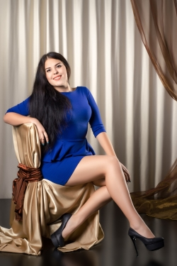 Photo of beautiful Ukraine  Anna with brown hair and brown eyes - 20689