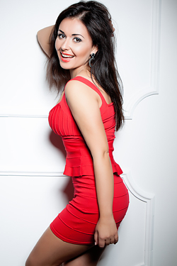 Photo of beautiful Ukraine  Arina with black hair and brown eyes - 12287