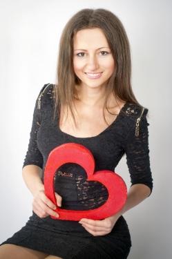 Photo of beautiful Ukraine  Dasha with brown hair and brown eyes - 21033