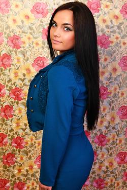 Photo of beautiful Ukraine  Elena with black hair and green eyes - 12856