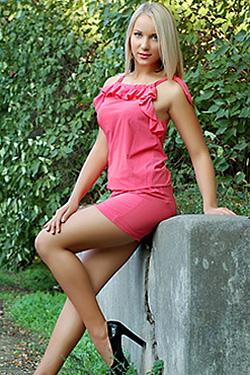 Photo of beautiful Ukraine  Elena with blonde hair and blue eyes - 18170