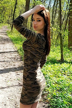 Photo of beautiful Ukraine  Elena with brown hair and blue eyes - 25371