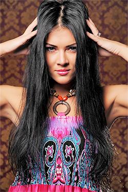 Photo of beautiful Ukraine  Elizabeth with black hair and green eyes - 12974