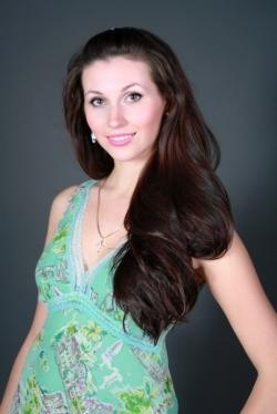 Single Ukraine Julia With Brown Hair And Hazel Eyes 32 Yo From
