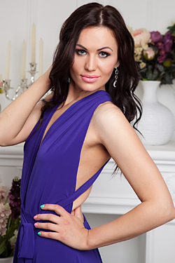 Photo of beautiful Ukraine  Juliya with black hair and green eyes - 17964