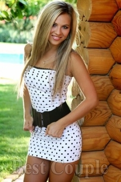 Photo of beautiful Ukraine  Karina with light-brown hair and hazel eyes - 12254