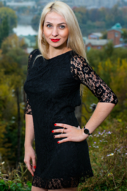 Photo of beautiful Ukraine  Larisa with blonde hair and blue eyes - 17956