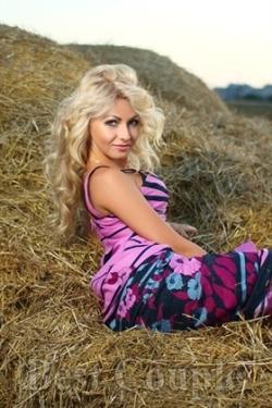 Photo of beautiful Ukraine  Olesya with blonde hair and blue eyes - 12294