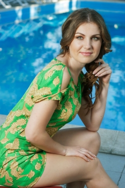 Photo of beautiful Ukraine  Vera with brown hair and green eyes - 21923