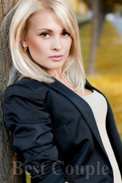 Photo of beautiful Ukraine  Veronika with blonde hair and hazel eyes - 12249