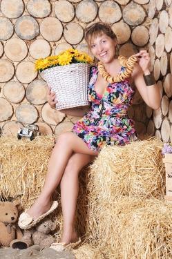 Photo of beautiful Ukraine  Yuliya with light-brown hair and blue eyes - 21504